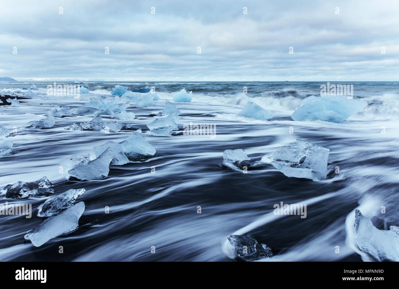 Glacier jökulsárlón lagoon, magnifique coucher de soleil sur la plage noire, de l'Islande Photo Stock