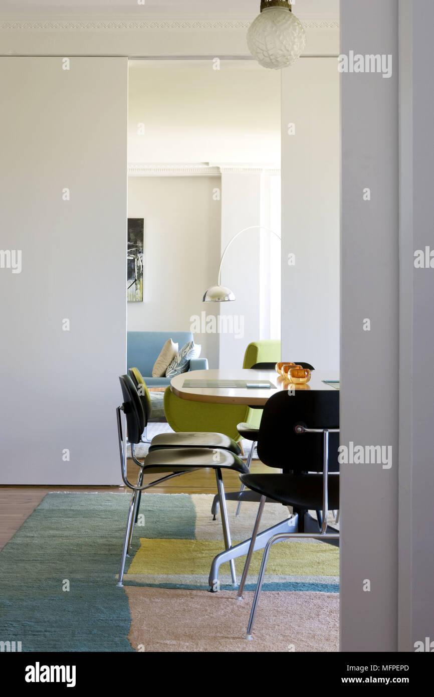 bois à une Chaises noir dans table en salle manger moderne à DIYHW29E