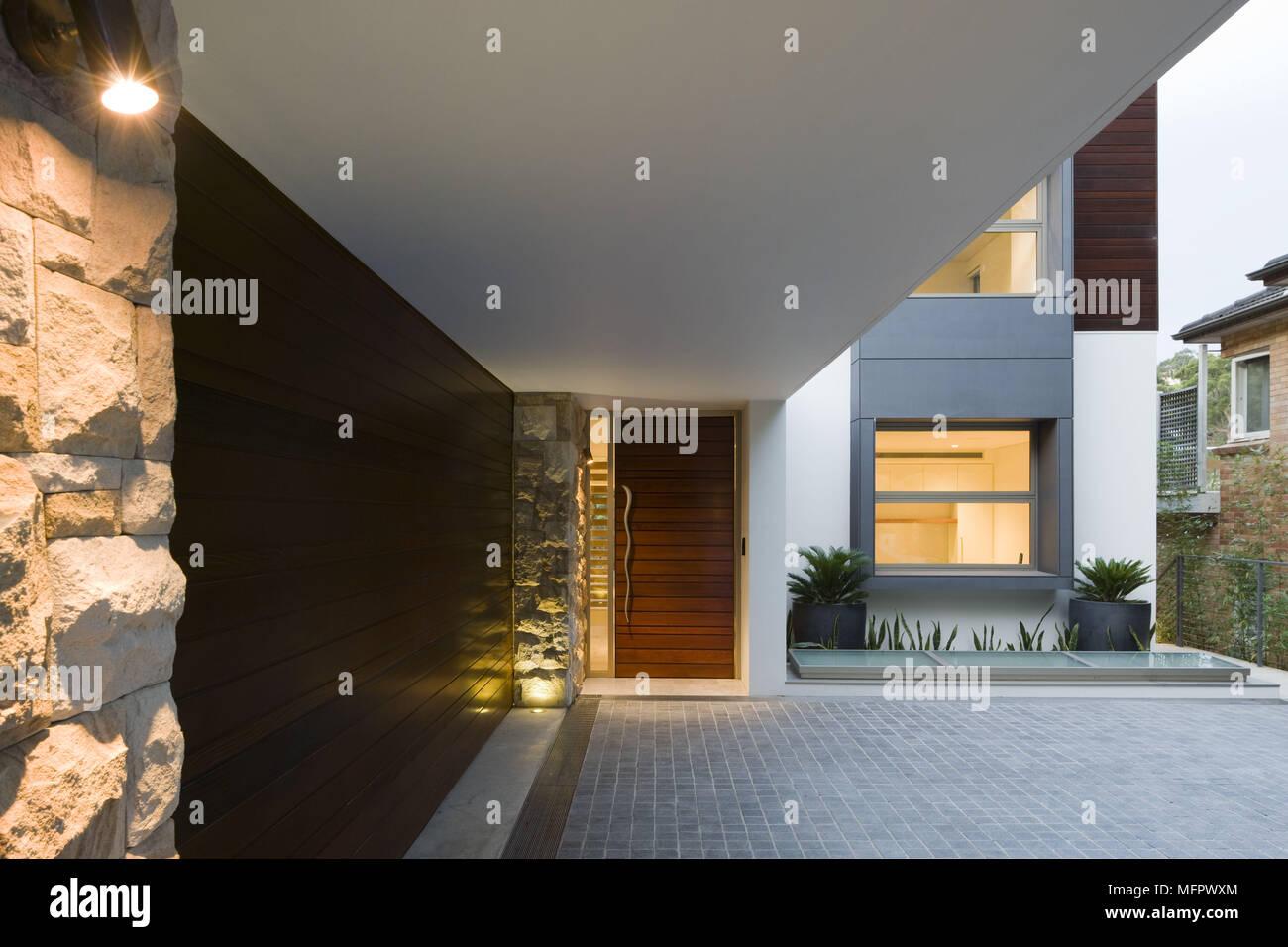 Exterieur De Maison Moderne Et L Entree Photo Stock Alamy