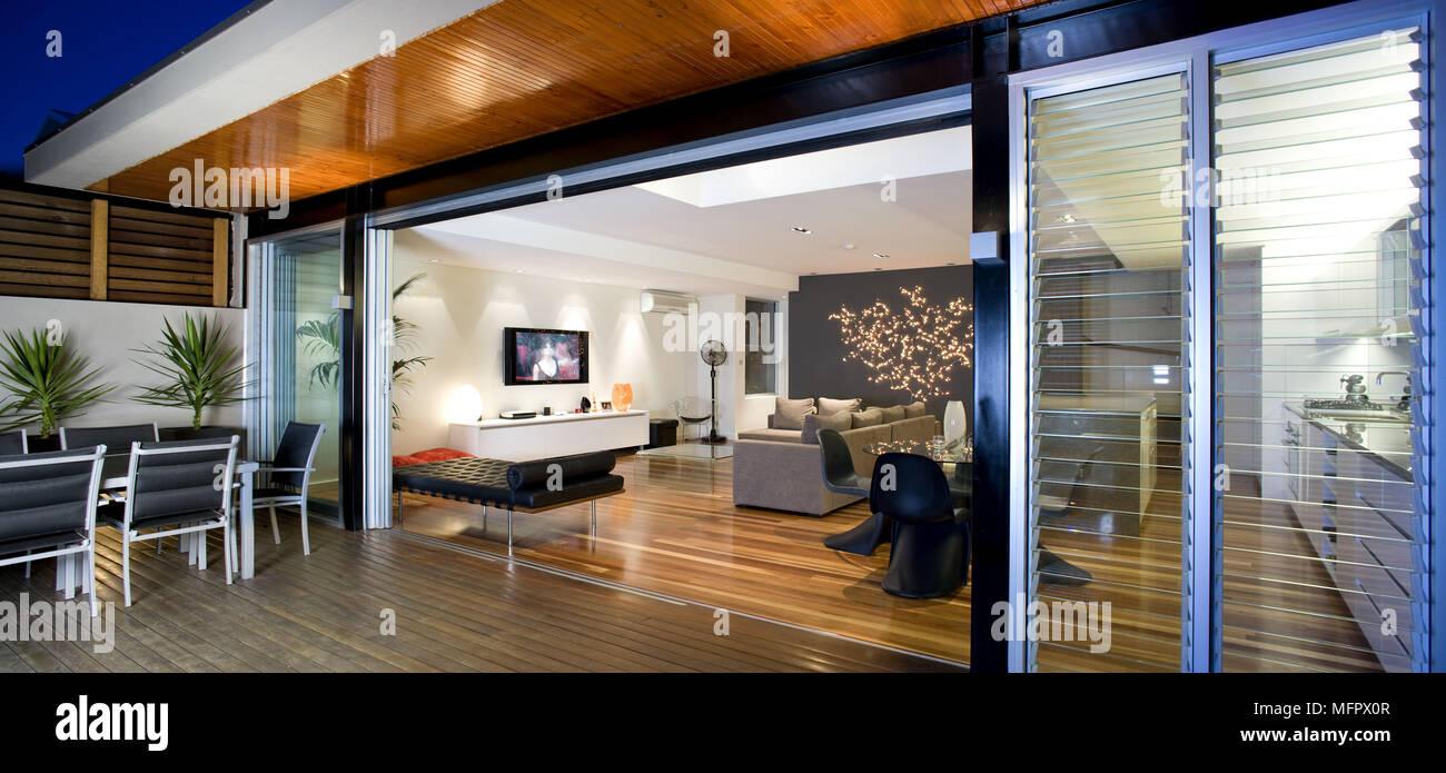Superieur Extérieur De Maison Moderne Avec Patio De Nuit Avec Vue De Chambre Moderne