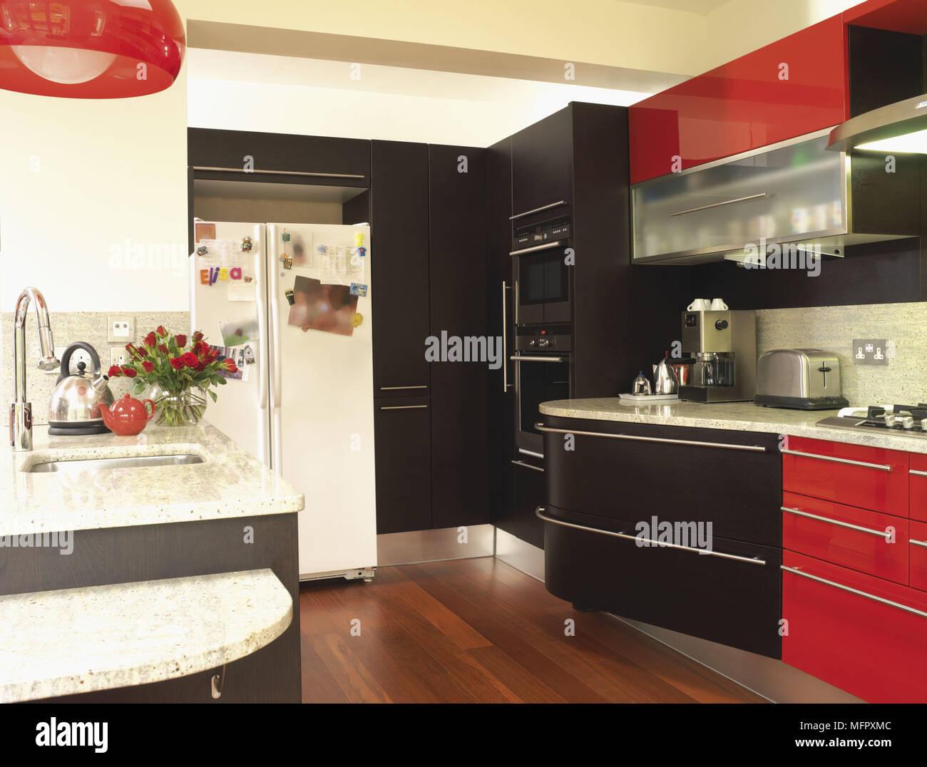 Rouge et noir contemporain avec cuisine Banque D\'Images ...
