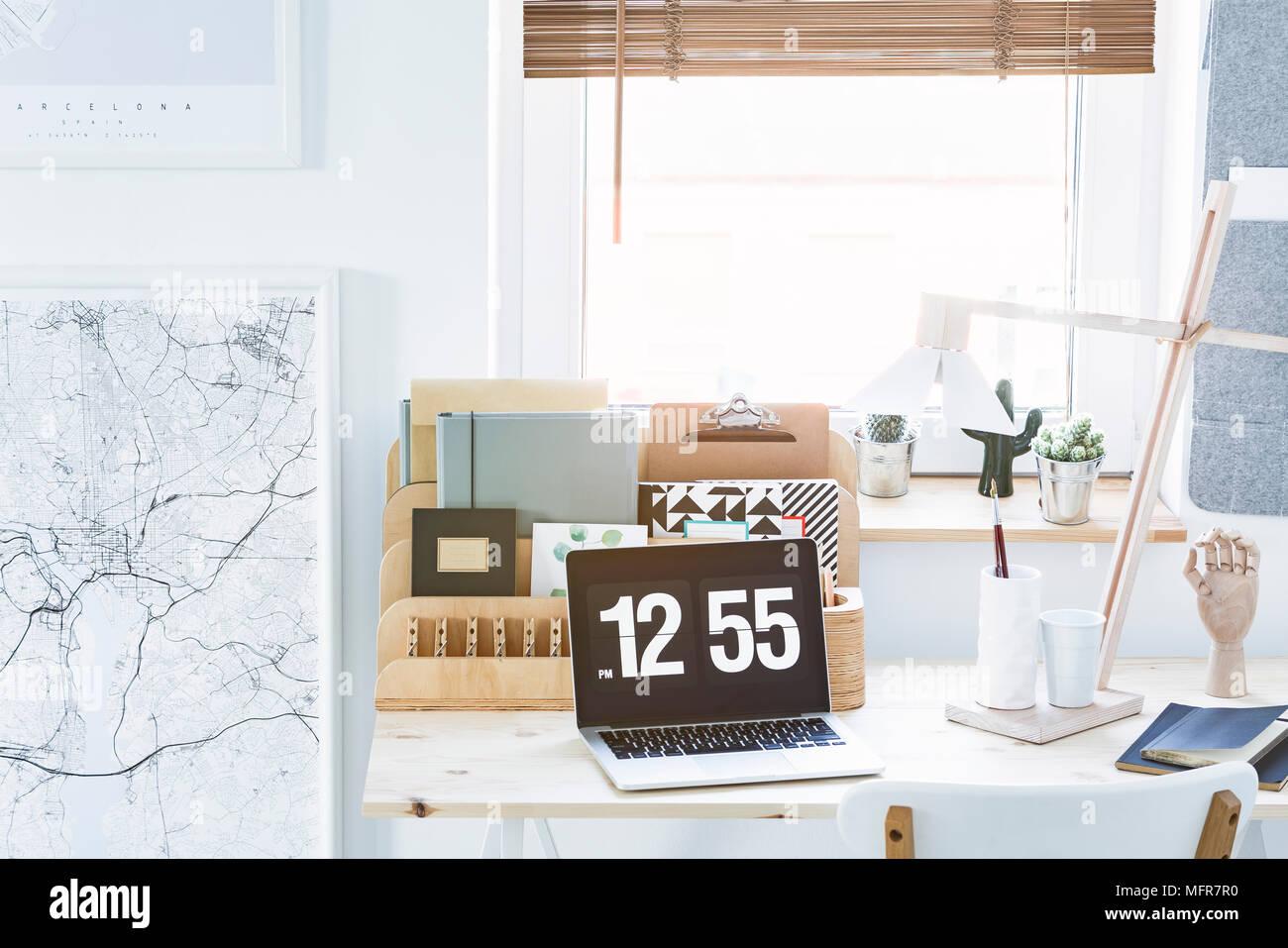 Carte blanche et noire bureau en bois et d organiseur portable