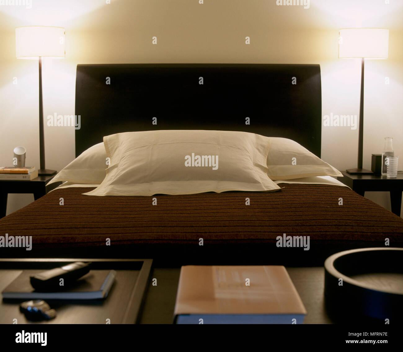 Un détail d\'une chambre à coucher moderne lit double avec tête de ...