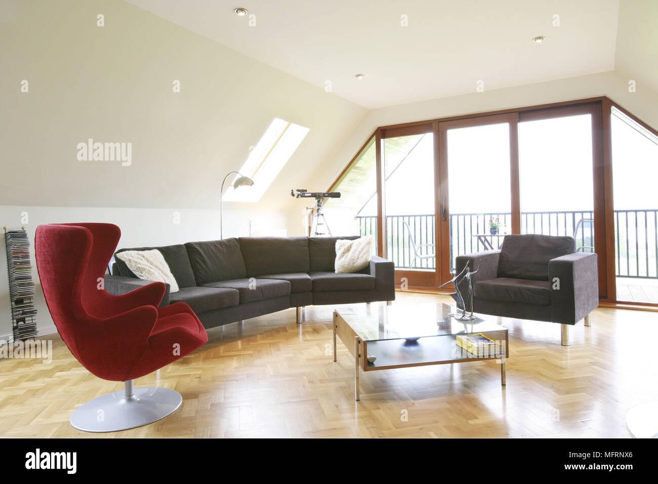 Arne Jacobsen fauteuil et table à café dans le salon ...