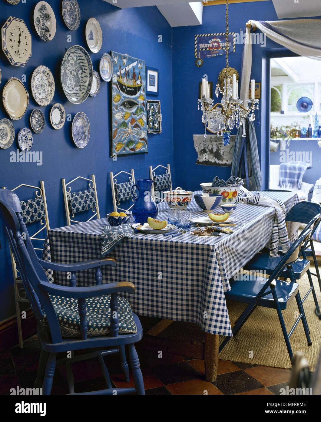 Un Moderne Bleu Table De Salle A Manger Et Chaises Tissu Motif De