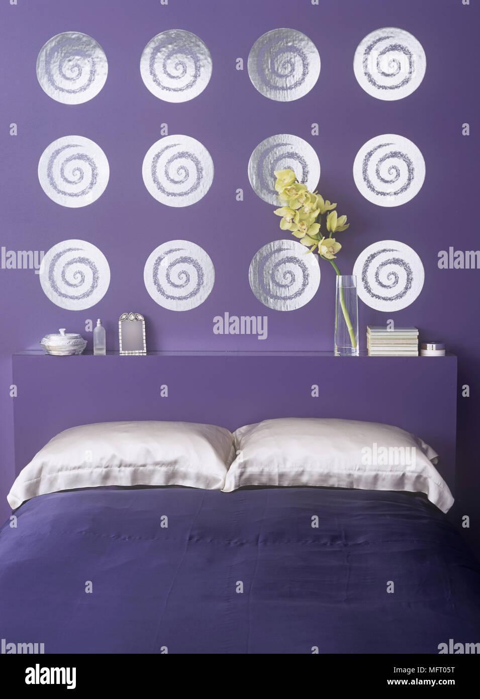 Mur Violet Argent Circulaire Avec Plateau De Travail De L Art A