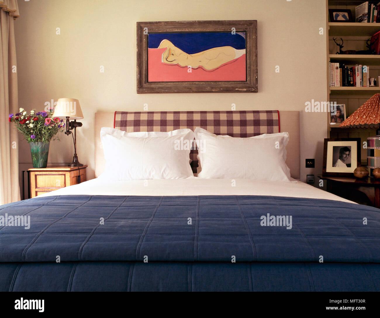 Chambre classique lit détail tête de lit rembourrée ...