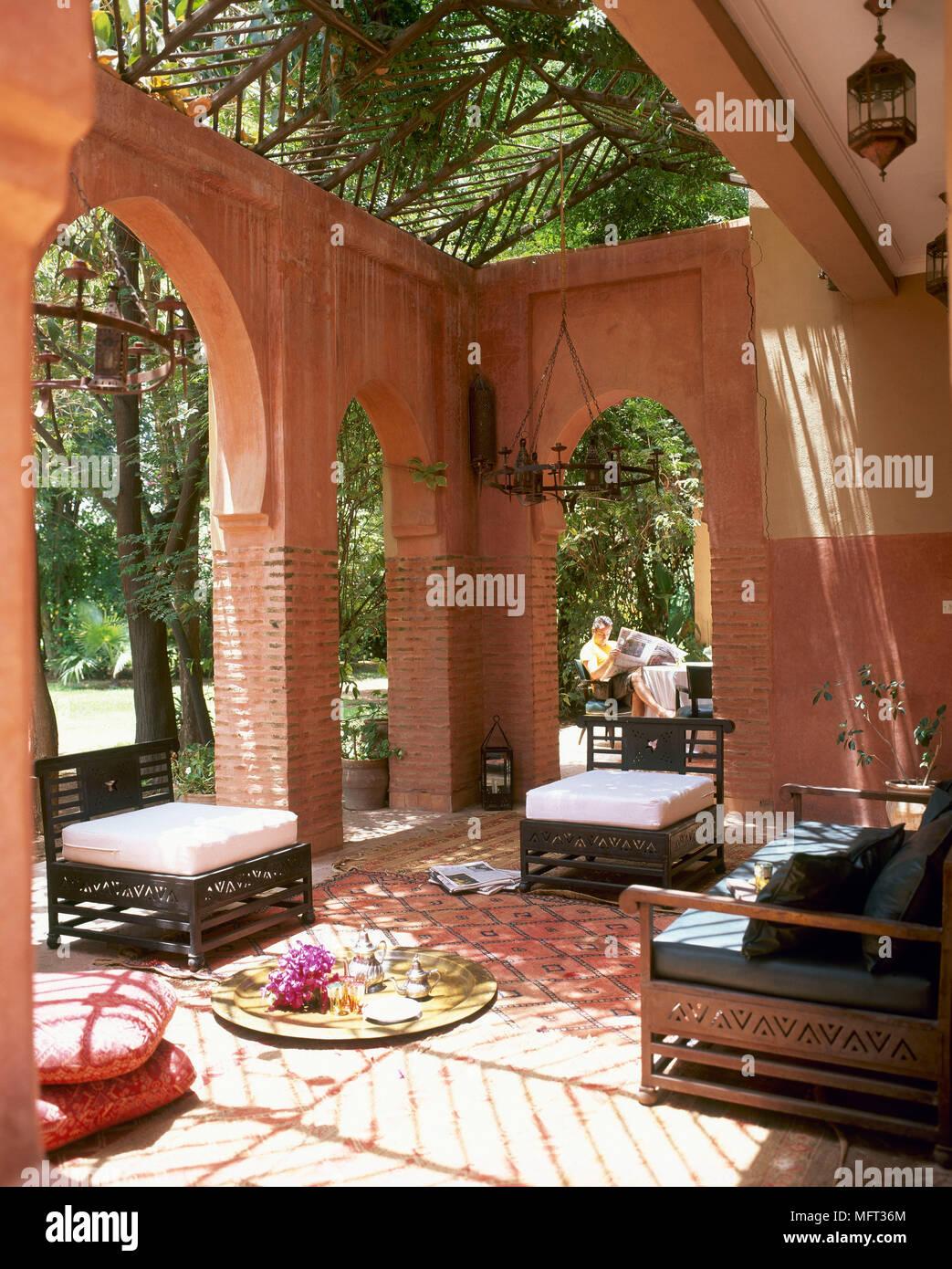 Hôtel terrasse couverte salon marocain coin Interiors hôtels arcades ...