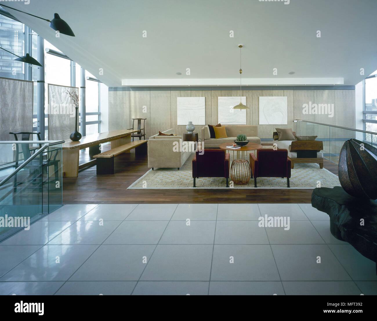 Salon moderne spacieux coin repas, carrelage blanc salon ...