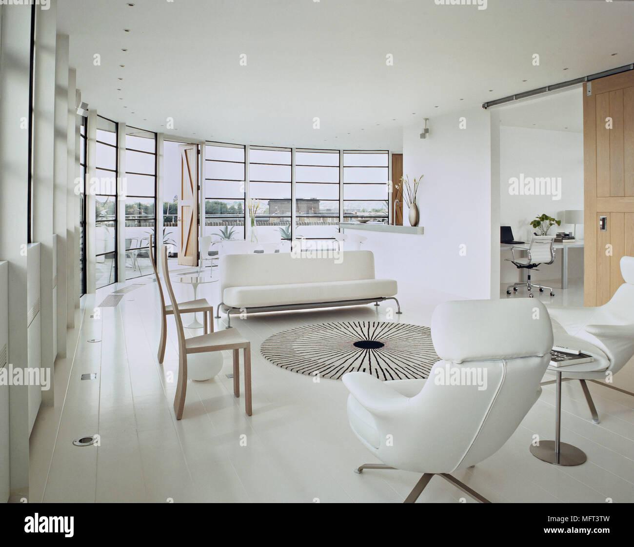 Un ultra-moderne blanc minimaliste plan ouvert salon canapés ...