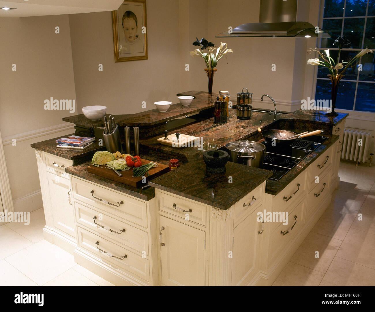 Ilot De Travail Cuisine cuisine avec îlot central laqué blanc avec plan de travail