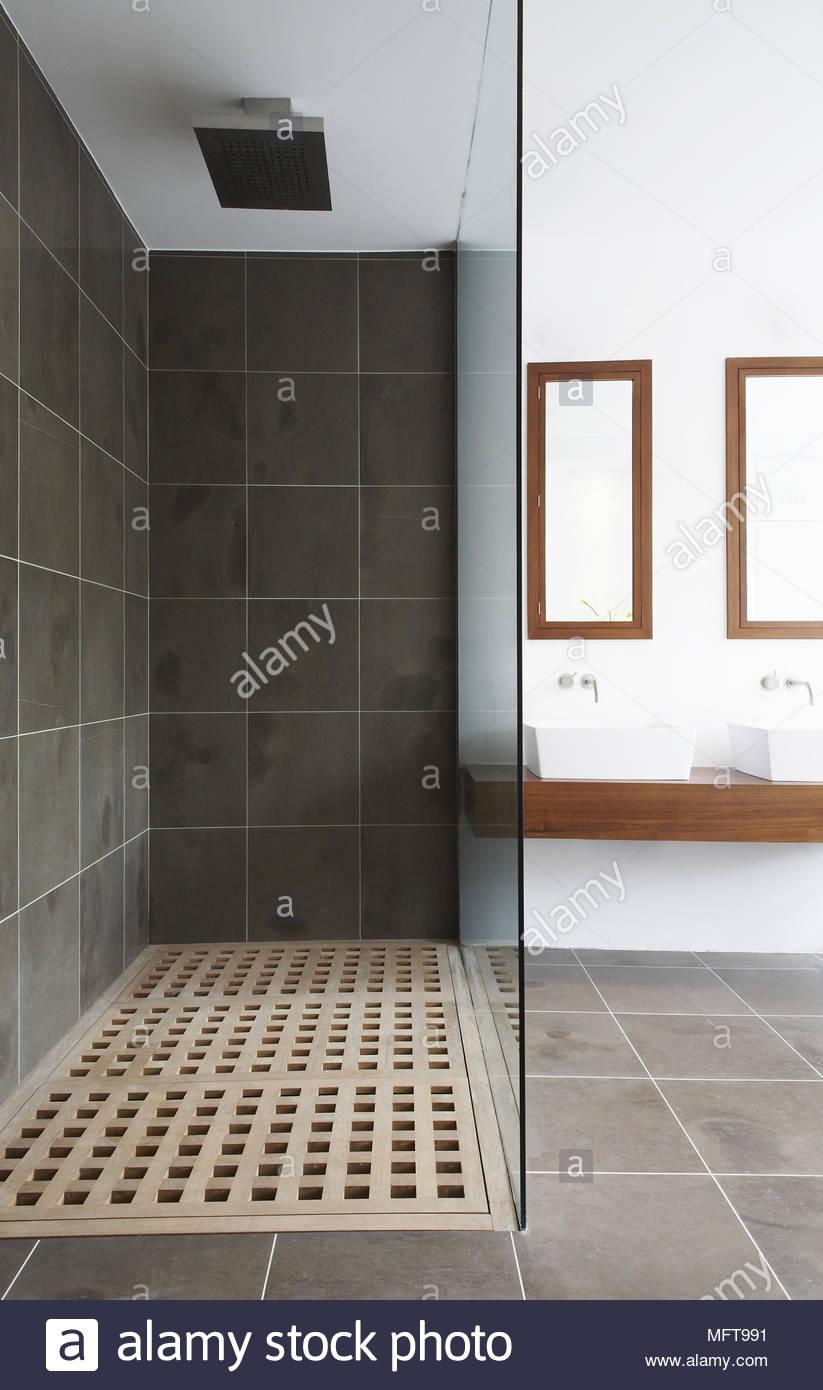Dans l\'unité de douche salle de bains contemporaine Banque D\'Images ...