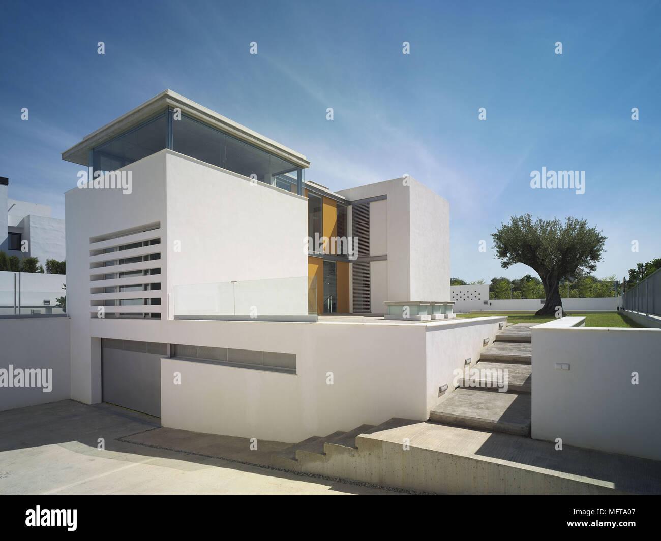 Exterieur De Maison Moderne Avec Jardin Minimaliste Banque D Images