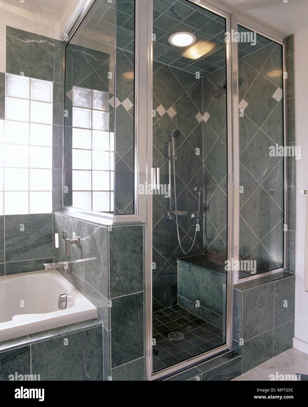 Salle de bains moderne carrelée en ardoise grise intérieur cabine de ...