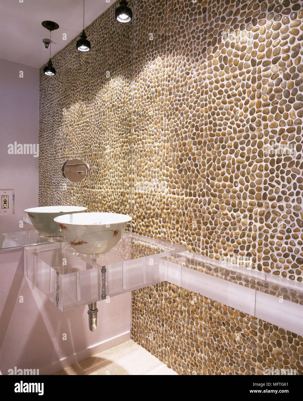 Carrelage En Galets Salle De Bain lits jumeaux salle de bains moderne plateau en perspex
