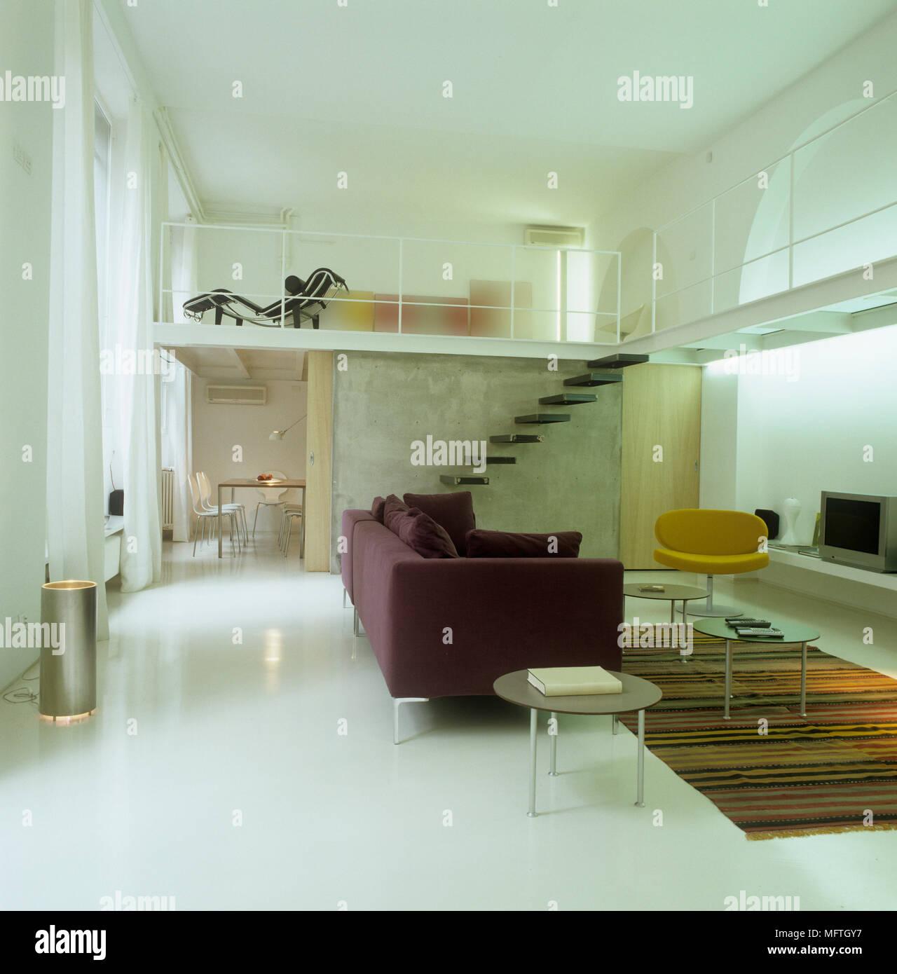 Chambre à plan ouvert avec escalier jusqu\'à l\'étage mezzanine Banque ...