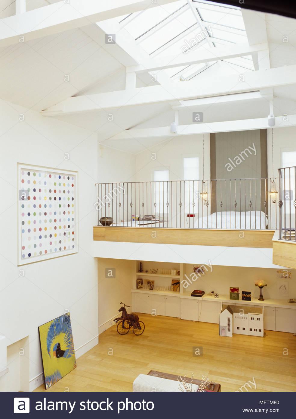 Chambre à coucher à l\'étage mezzanine dans chambre à plan ouvert ...