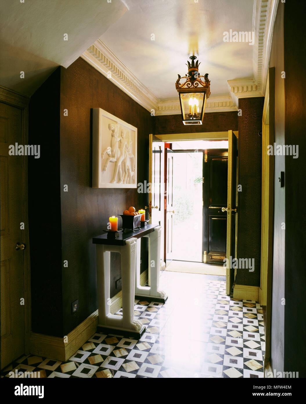 Couloir Brun De Style Classique Photos & Couloir Brun De ...