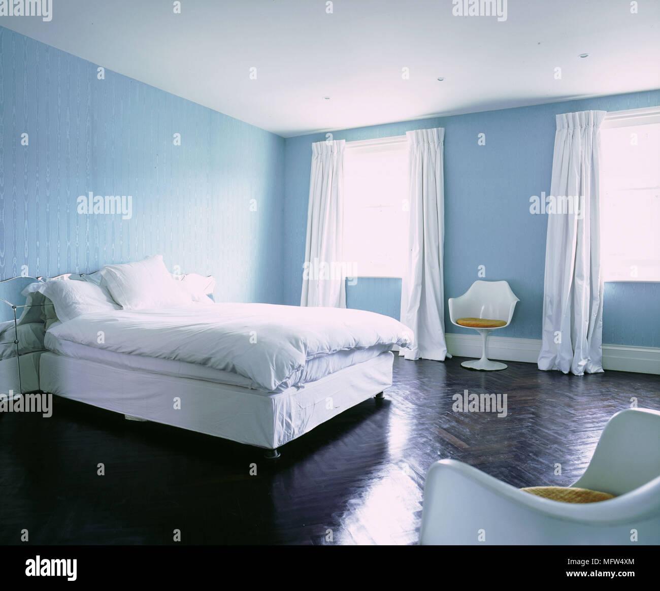 Bleu Blanc Moderne Minimaliste Chambre Linge De Lit Rideaux Chaises En  Plastique Moulé Blanc