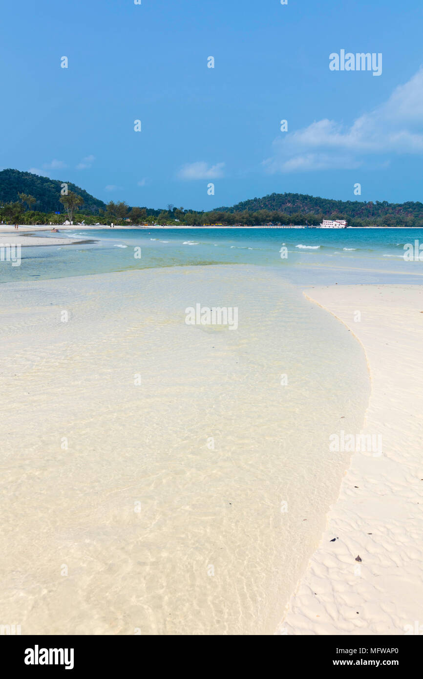 La plage de sable blanc de Long situé sur l'île de Koh Rong Photo Stock