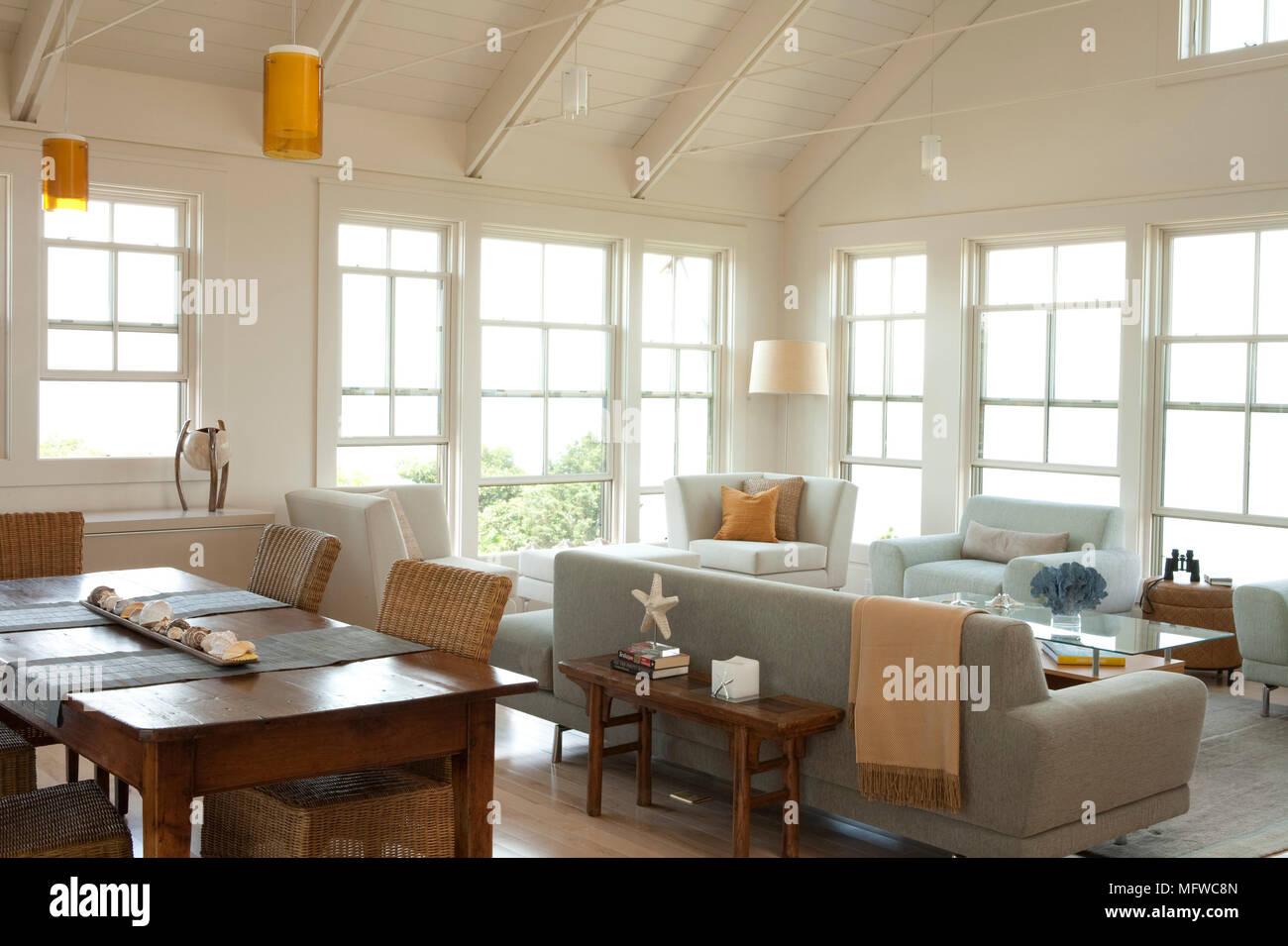 Table à manger en bois et coin en plan ouvert salon de style moderne ...