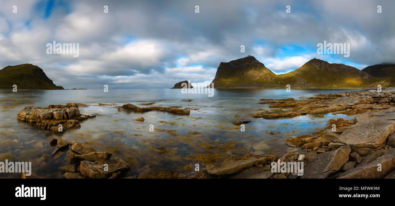 Panorama d'Haukland beach sur îles Lofoten en Norvège Photo Stock