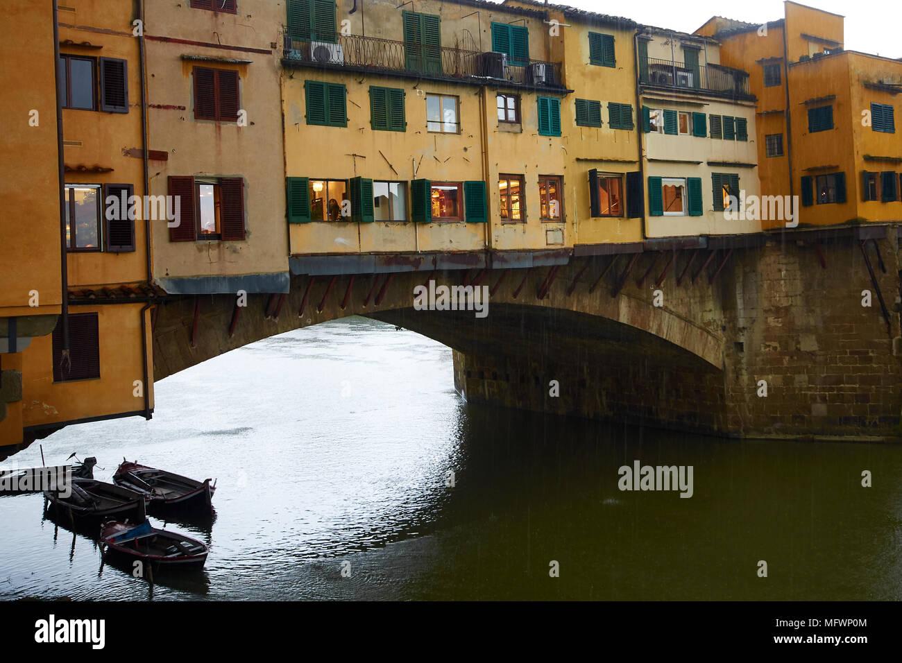 Ponte Vecchio dans une tempête de pluie, Florence, Italie. Photo Stock