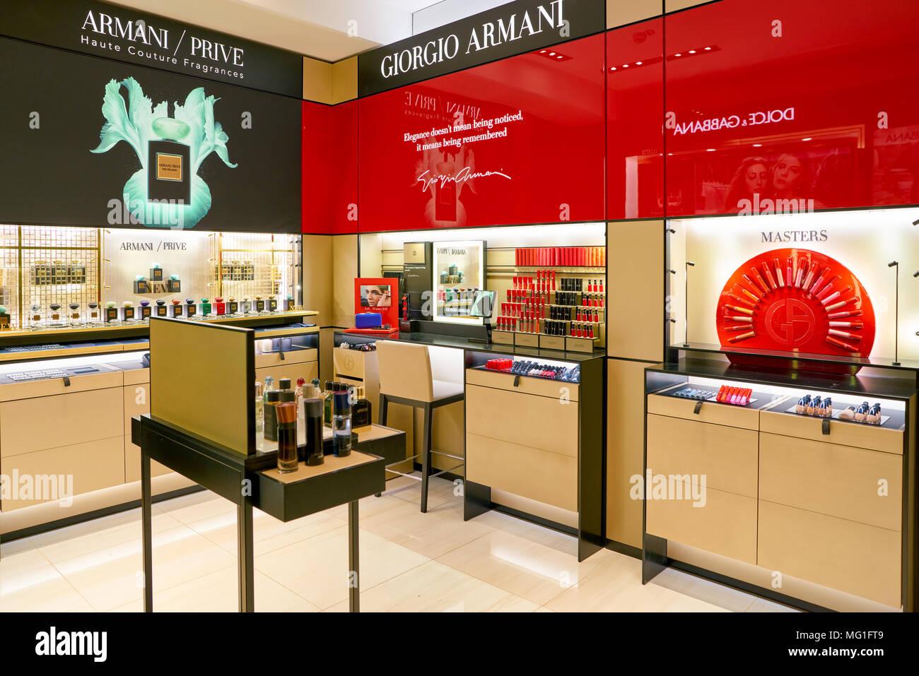 ROME, ITALIE - circa 2017, novembre   Giorgio Armani beauty produits  exposés lors d 6abf5c481c21