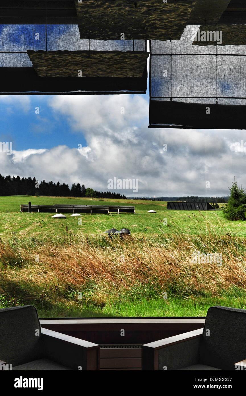 Une cuisine raffinée avec une vue sur la campagne auvergnate à trois Michelin-starred restaurant Régis et Jacques Marcon à Montfaucon-en-Velay, France Photo Stock