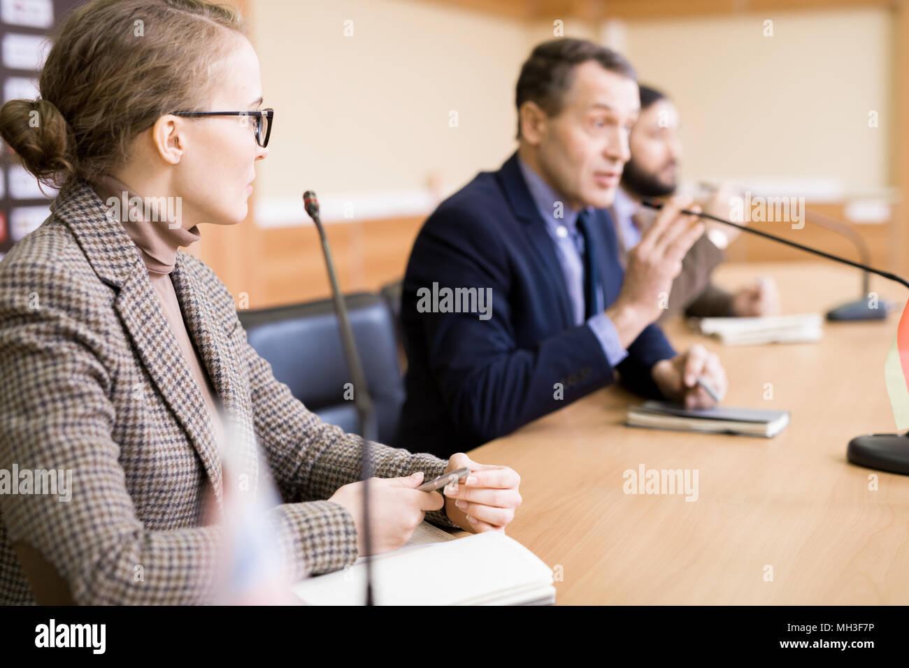 Groupe de gens d'affaires en conférence Photo Stock