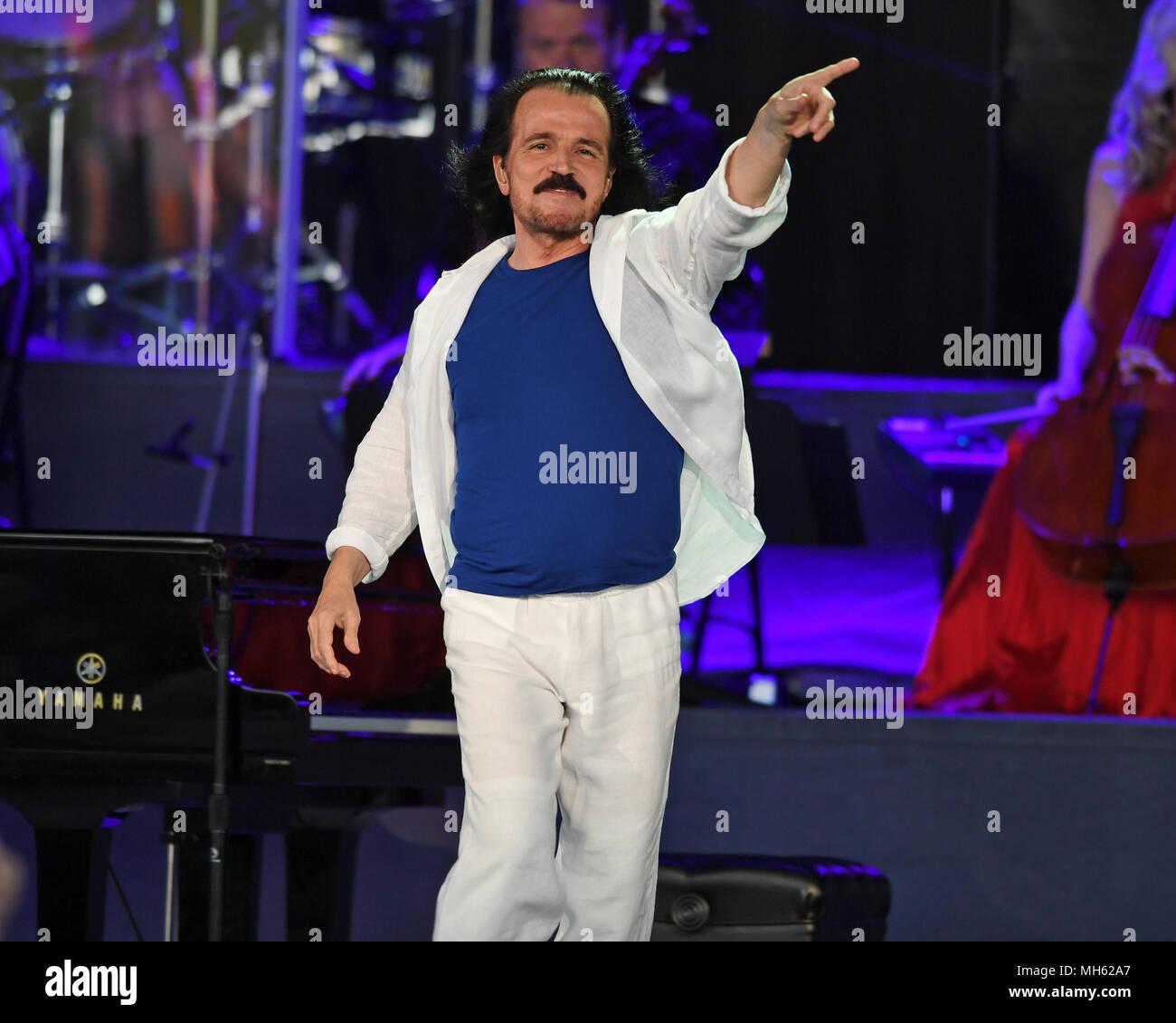 Concert De Yanni Photos & Concert De Yanni Images - Alamy