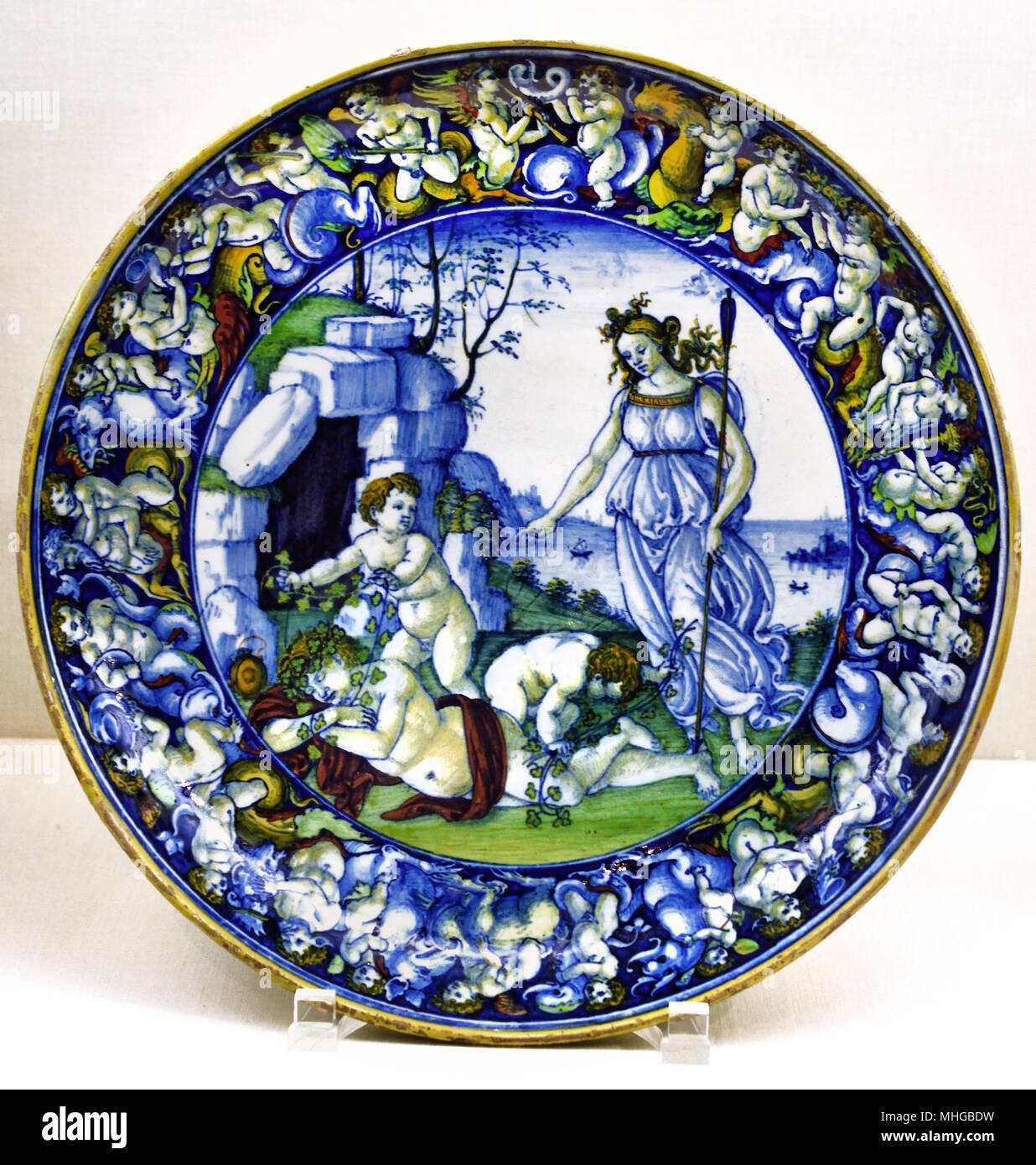 Plat italien 1ère moitié 16e siècle Italie Cafaggiolo ( Maiolica ) Photo Stock
