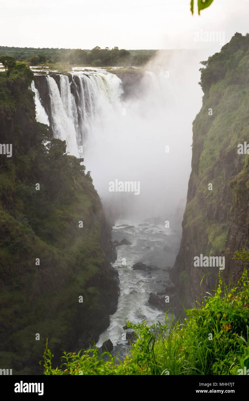 Amazing Victoria Falls, fleuve Zambèze, le Zimbabwe et la Zambie Photo Stock