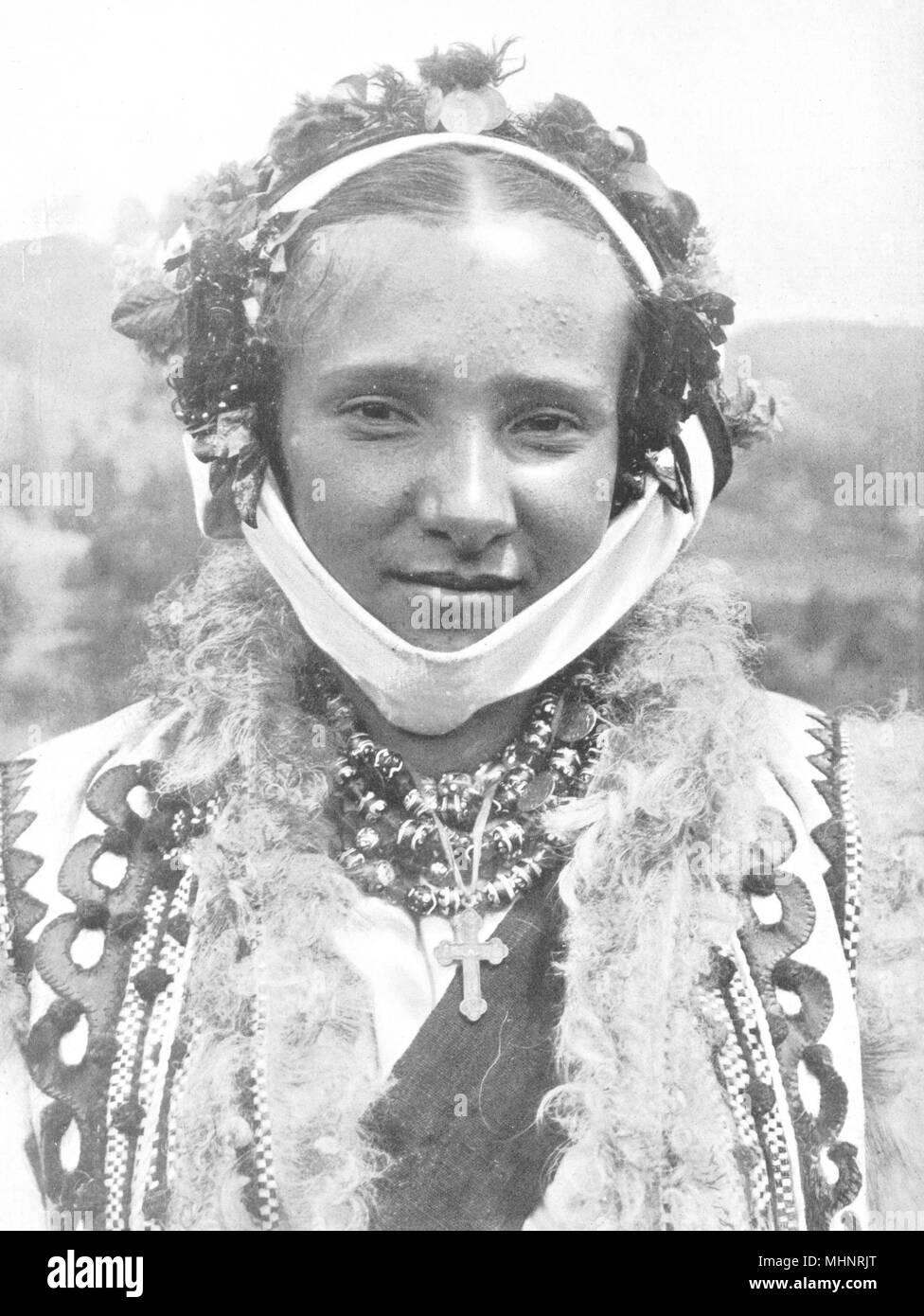 L'UKRAINE. Un ruthène mariée portant la couronne nuptiale; 1900 vieux ancien Banque D'Images