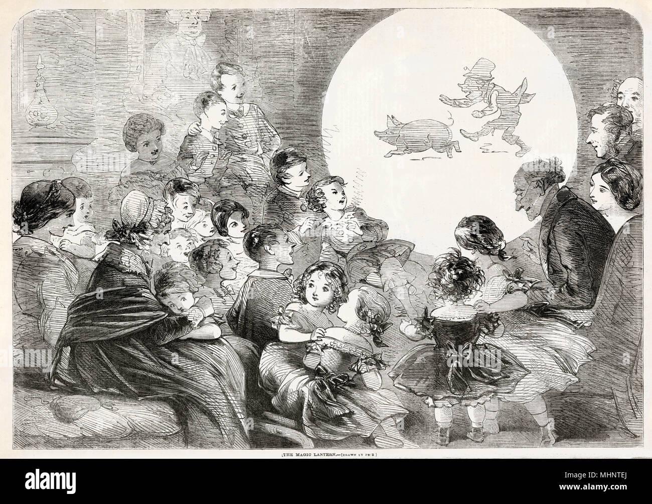 Animation, soirées avec des enfants émerveillés par les diapositives sur verre lumineux été projetée sur le mur. Date: 1858 Photo Stock