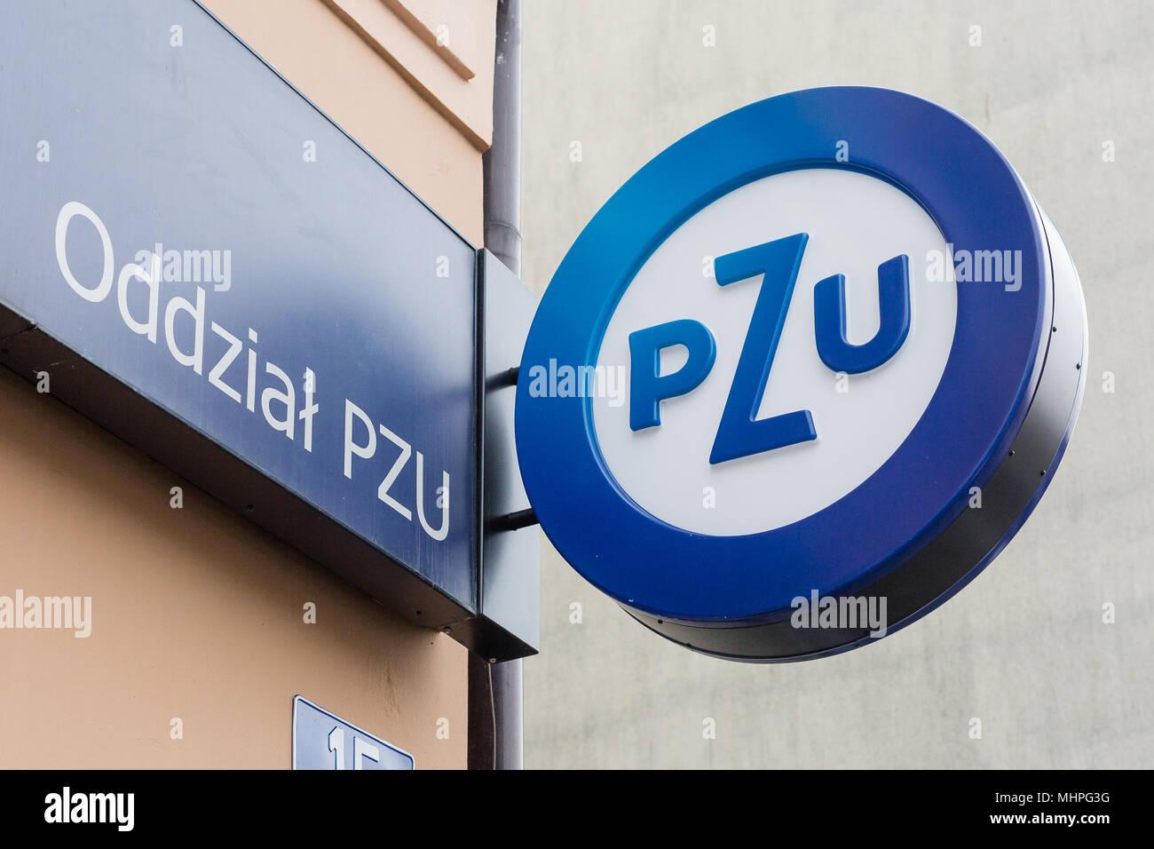 La direction générale de l'assurance polonaise du Groupe PZU Powszechny Zakład Ubezpieczeń S.A signe logo à Oswiecim en Pologne Banque D'Images