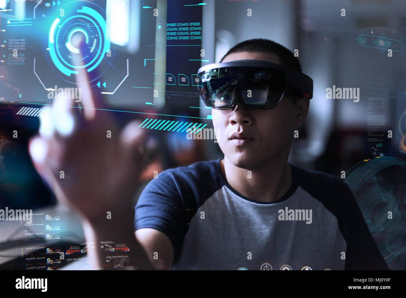 Comment jouer à Magic | réalité virtuelle à l'hololens dans le laboratoire Photo Stock