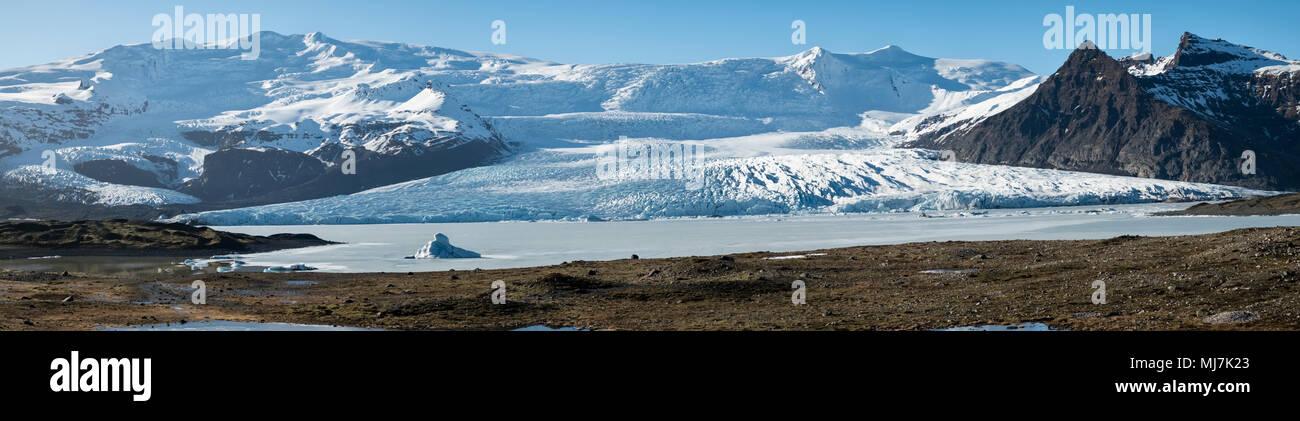 L'Islande. Fjallsárlón lac au pied du glacier de la glacier Fjallsjökull, partie de l'immense glacier Vatnajökull. Photo Stock