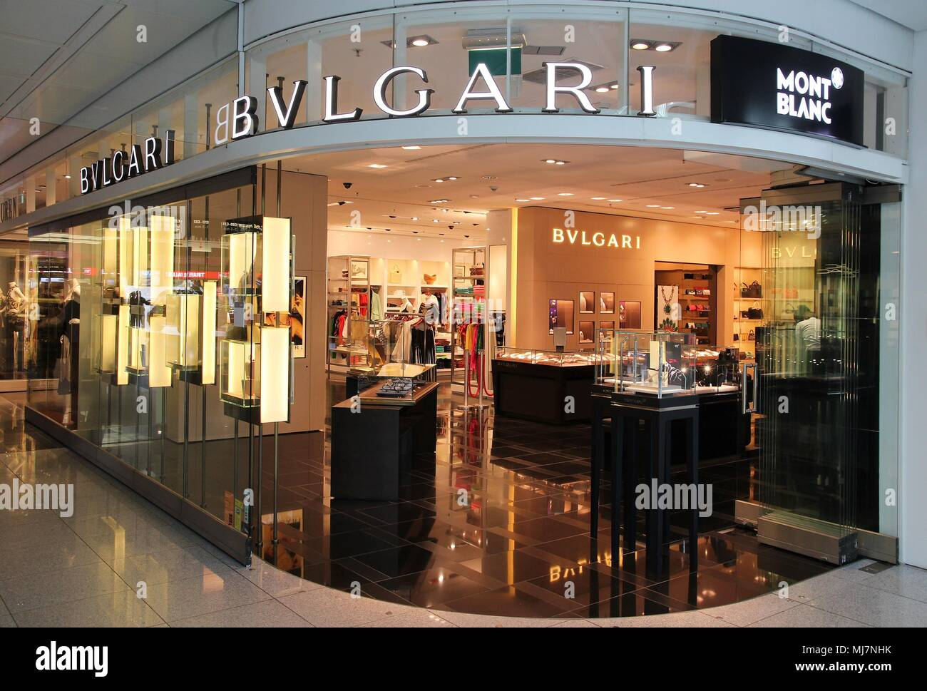 e2e38578a9f Bulgari Luxury Store Photos   Bulgari Luxury Store Images - Alamy