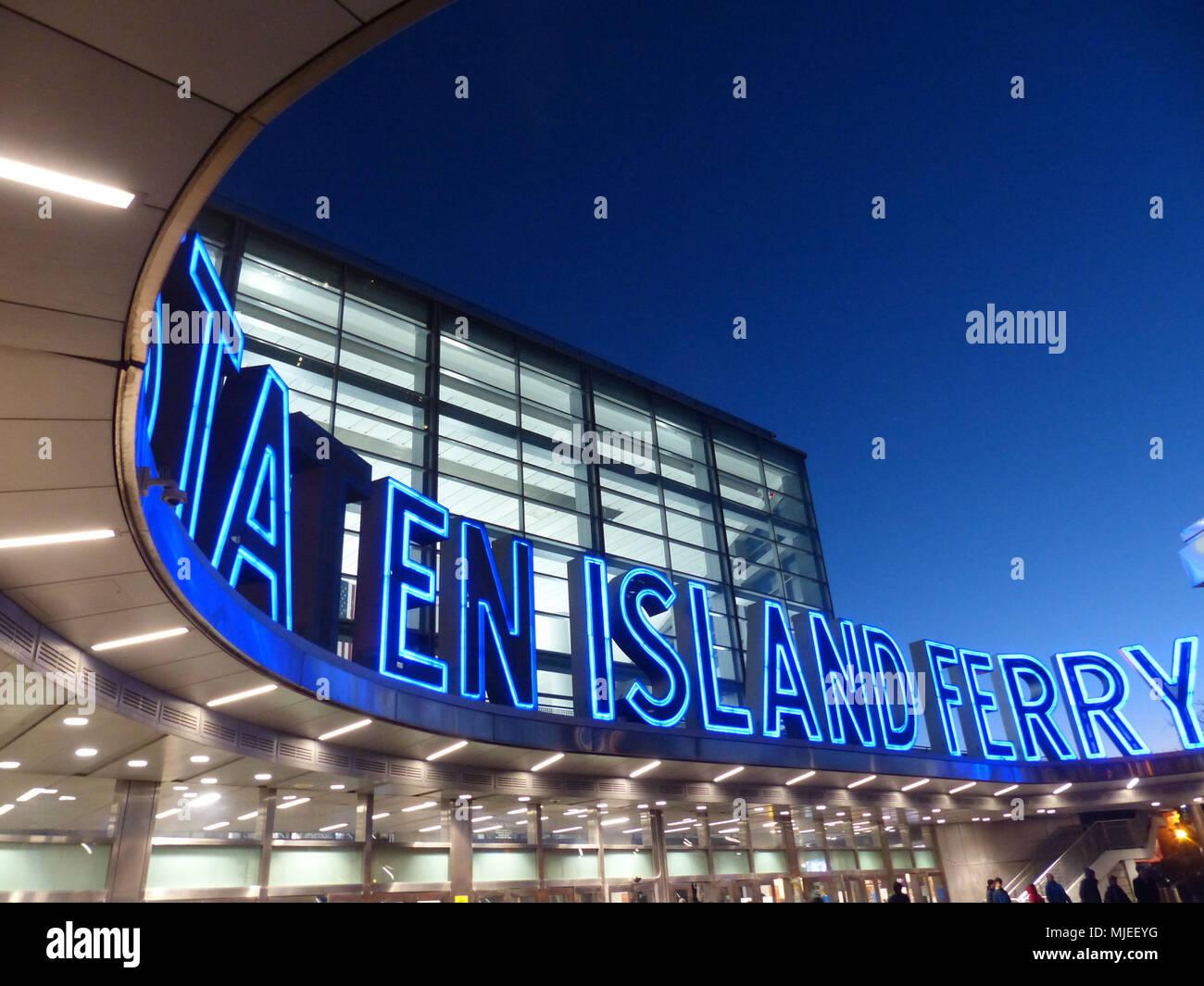 Le Terminal de Ferry de Whitehall dans le sud de Manhattan, New York City, à l'angle de la rue South et Whitehall Street Photo Stock