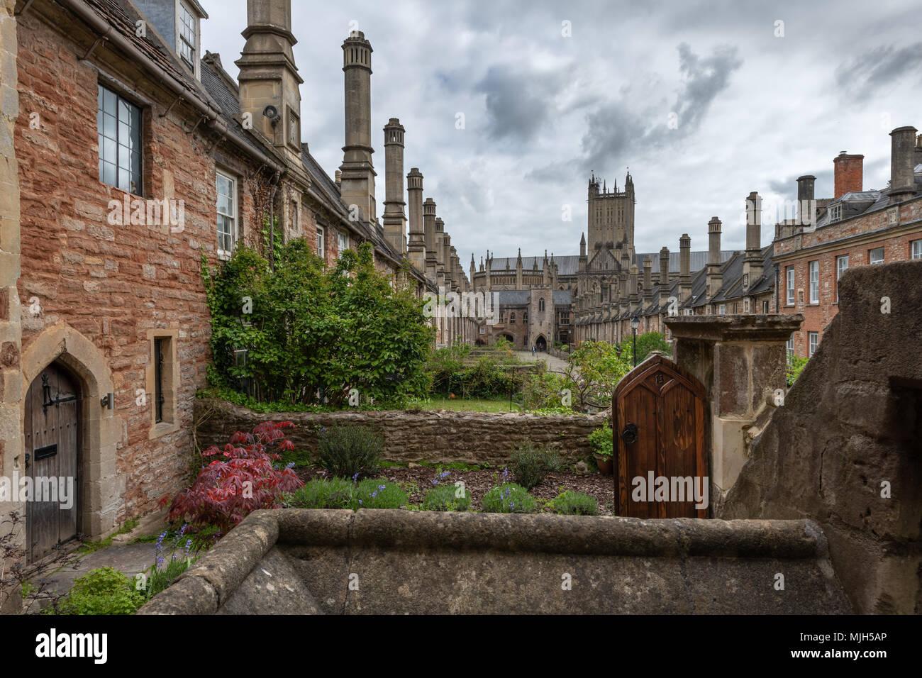 Près des vicaires dans Wells, Somerset vue en regardant vers la porte de la chaîne, est réputée être la plus ancienne rue résidentielle purement avec bâtiments d'origine Banque D'Images