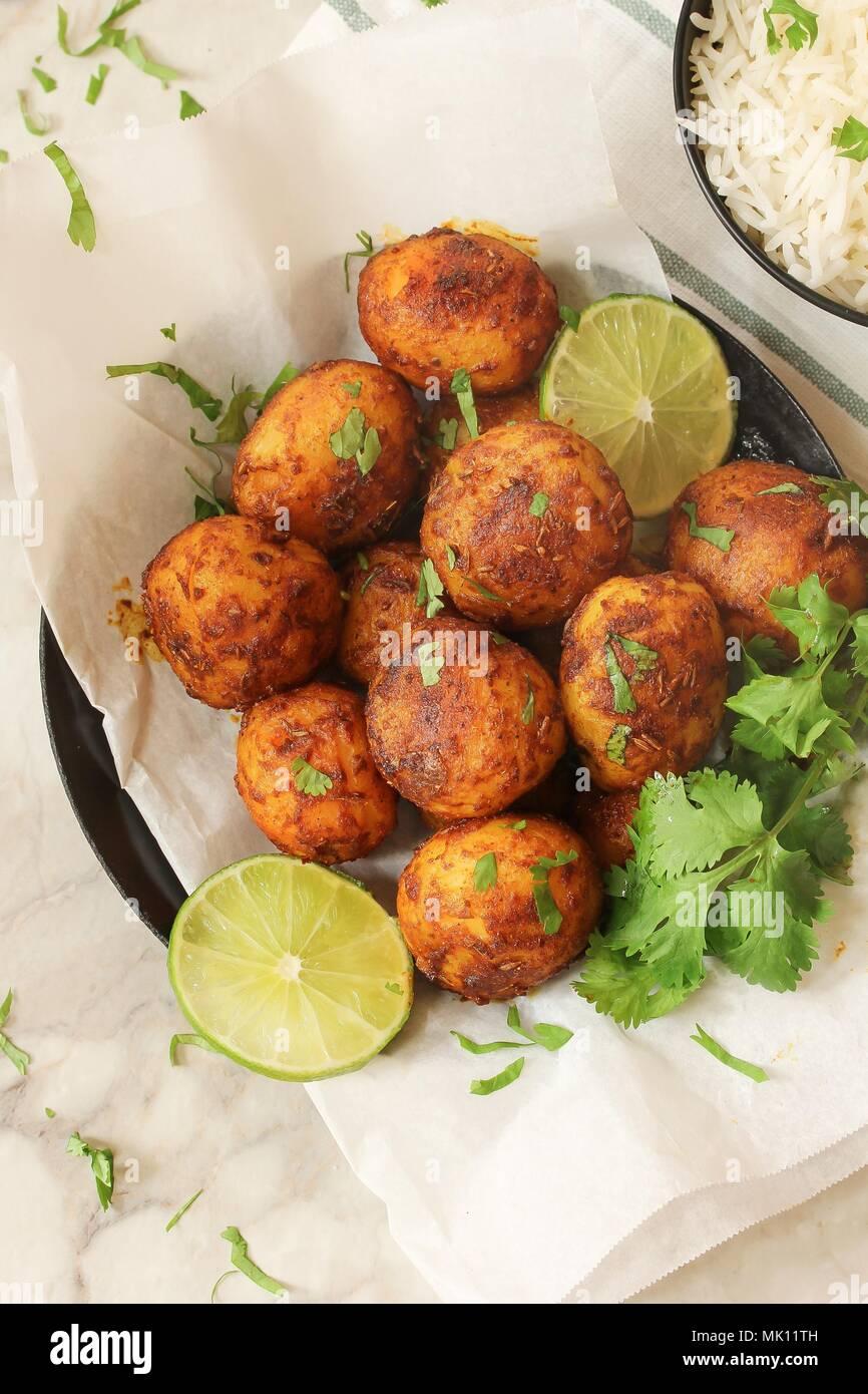 Pommes de terre rôties maison Bébé de Bombay, selective focus Photo Stock
