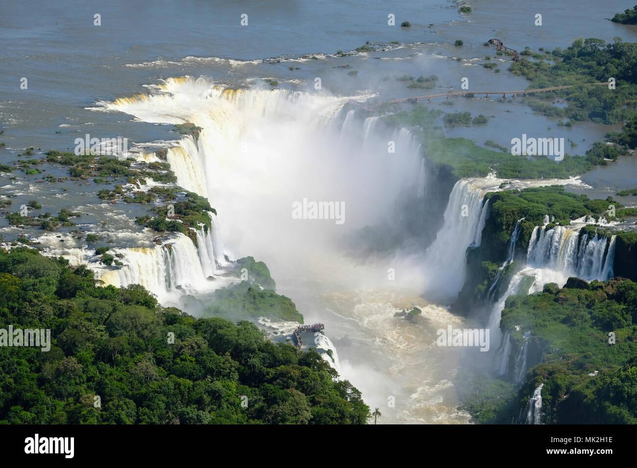 Vue aérienne de la Gorge du Diable ou Garganta del Diablo à Iguassu (Iguacu / Iguazu Falls) sur la frontière de l'Argentine et le Brésil Banque D'Images