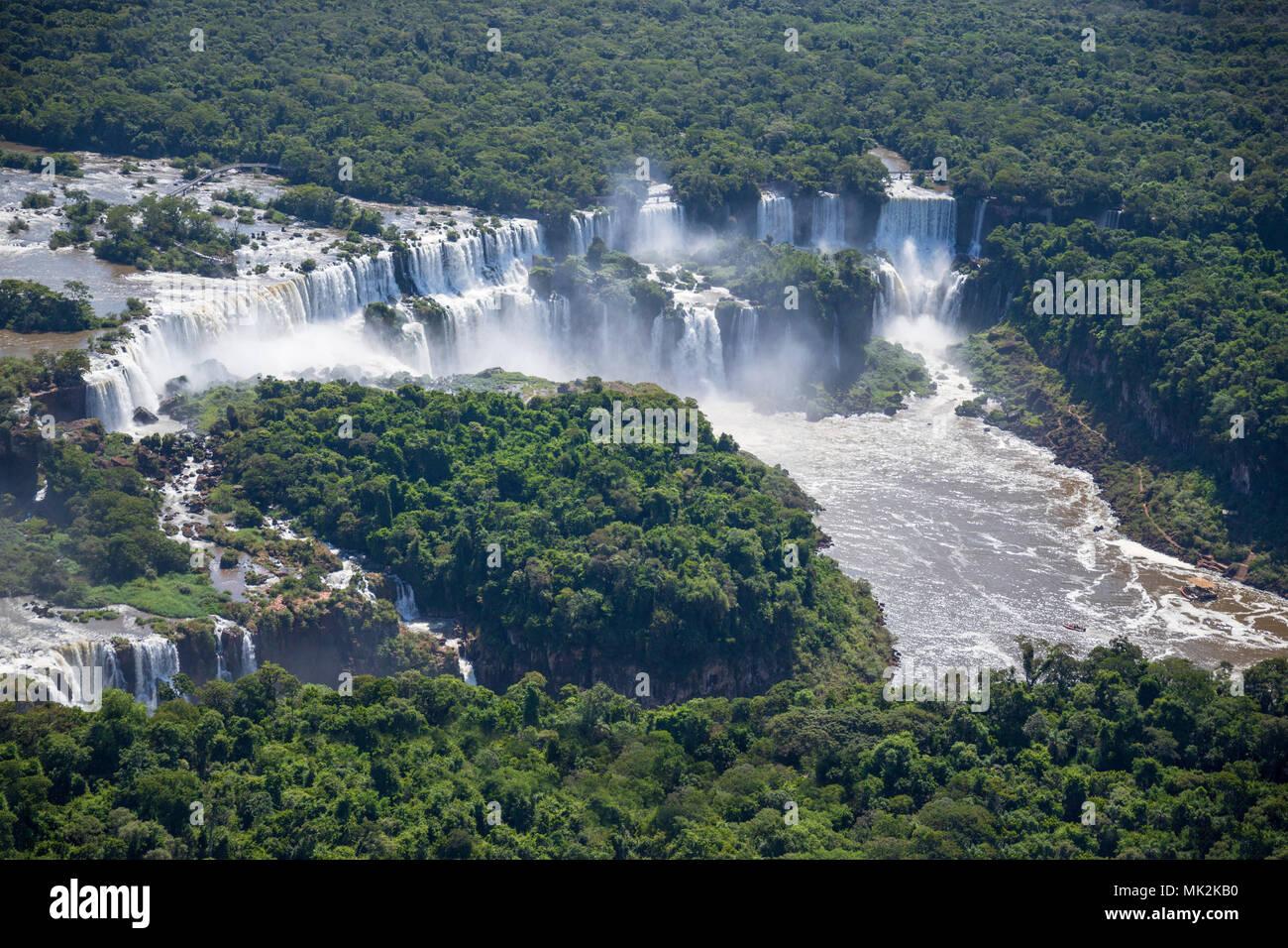 Vue aérienne de l'Iguassu Falls Iguacu ou - le plus grand système de cascade à la frontière du Brésil une Argentine Photo Stock