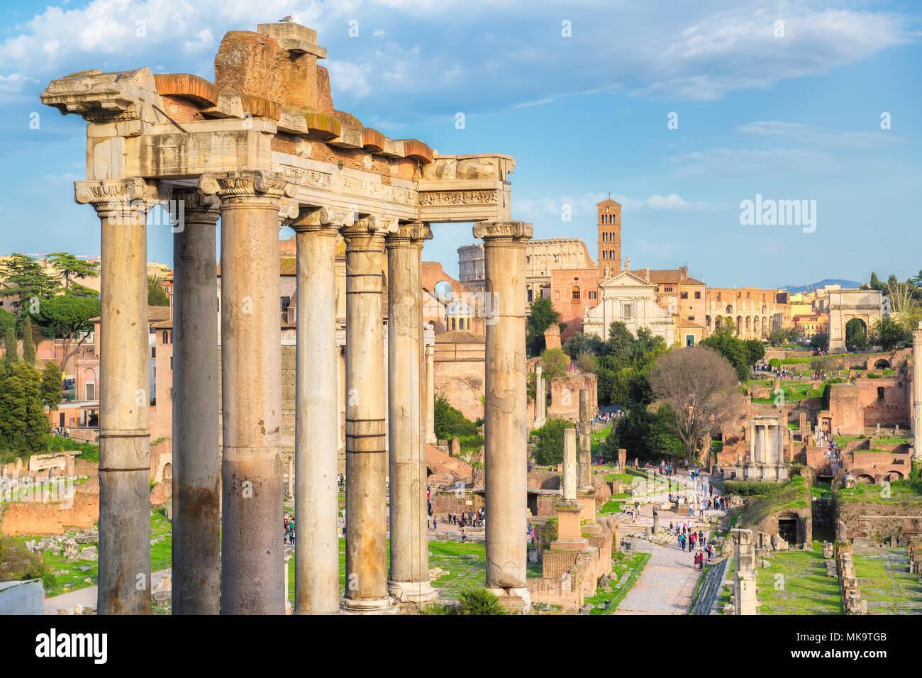 Forum romain au coucher du soleil à Rome, Italie Photo Stock