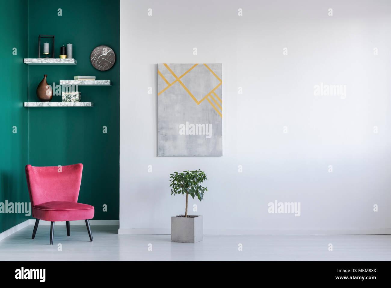 L Intérieur Minimaliste En Blanc Et Vert Avec Un Fauteuil