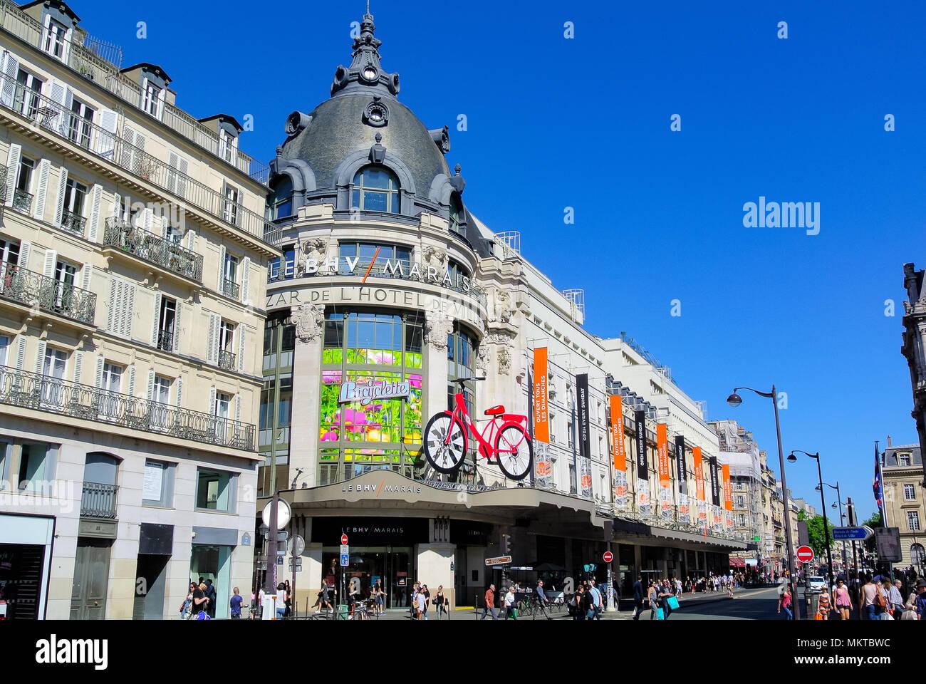 Shopping Marais Paris Photos   Shopping Marais Paris Images - Alamy bdf38e93155
