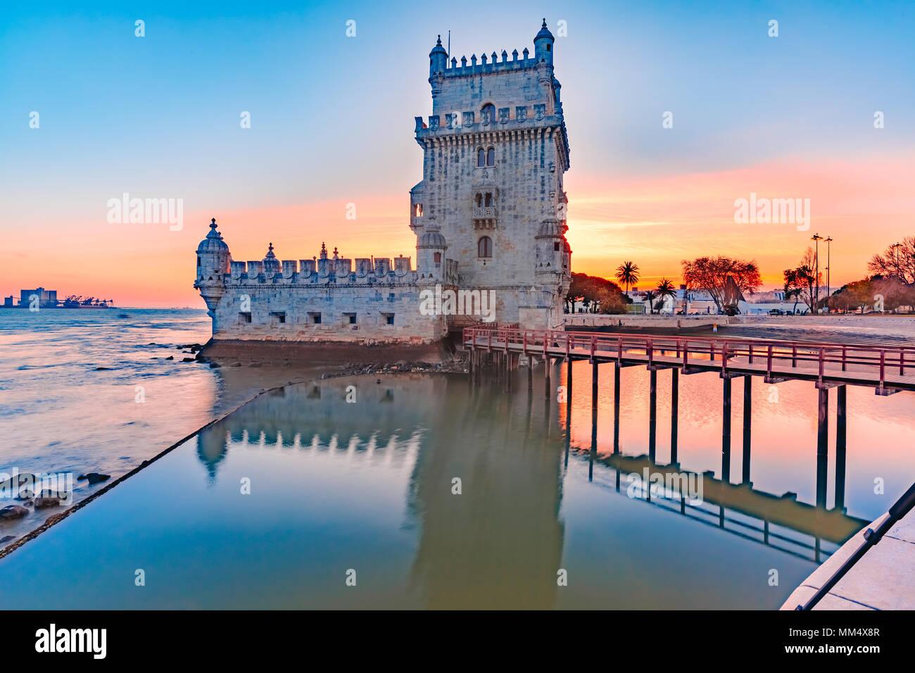 La Tour de Belém à Lisbonne, Portugal, au coucher du soleil Photo Stock