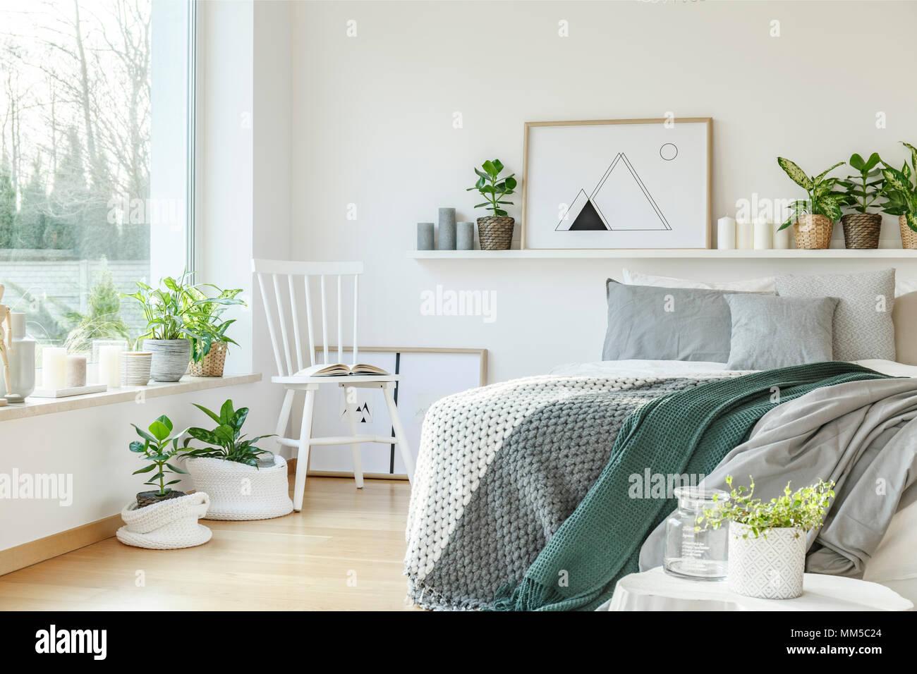 Hôtel moderne de l\'intérieur chambre à coucher avec un lit king-size ...