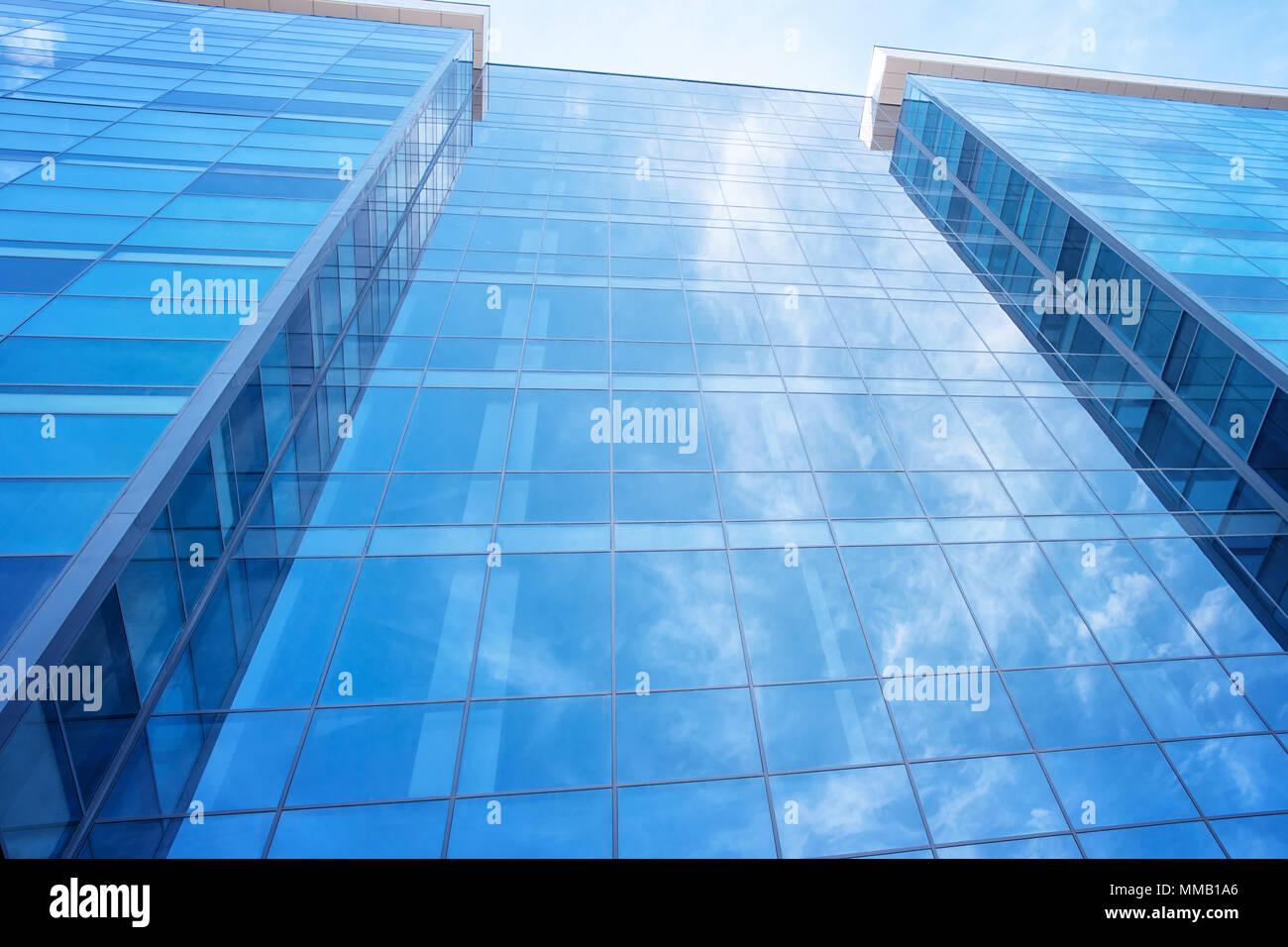 Immeubles de bureaux moderne en verre et concret photo thinkstock